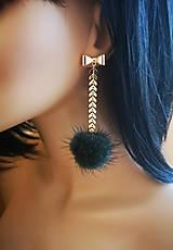 Náušnice - Napichovacie náušnice s retiazkou a bambuľkou - 10775787_