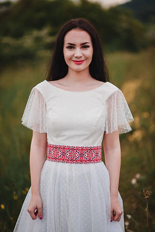 Smotanové ľanové šaty s tylom
