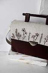 Vyšívaná drevená kabelka