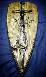 Dekorácie - Meč - kríž s ružou, závesná dekorácia na stenu - 10778190_