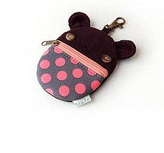 Kľúčenky - Kapsička na slúchadlá Zvieratko hnedé s bodkami - 10777066_