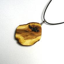 Náhrdelníky - Drevený prívesok - agátový kúsok - 10779153_