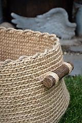 Košíky - Veľký jutový kôš s drevenými úchytkami - 10776678_