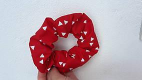 Ozdoby do vlasov - Scrunchie -retro gumička s trojuholníkmi - 10780758_