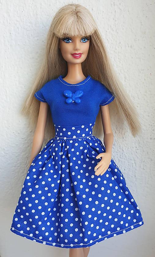 Modrá bodkovaná sukňa pre Barbie