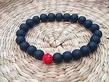 Náramky - Čierny náramok z minerálu ónyx a lotusovou koralkou  (Čierna) - 10782902_