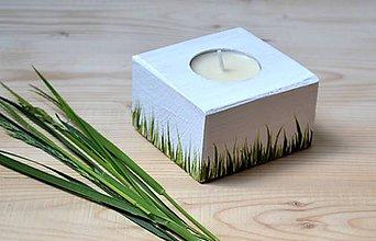Svietidlá a sviečky - Drevený svietnik-V tráve - 10784742_
