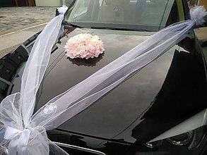 Kytice pre nevestu - výzdoba svadobného auta s ružovou hortenziou a krémovými ružami - 10785455_