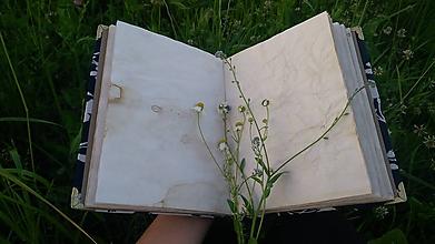 """Papiernictvo - Zápisník/žurnál v recyklo-obale so zošívaným chrbtom """"Biele na modrom"""" - 10786151_"""