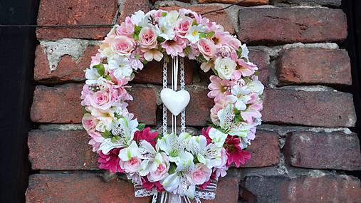 Svadobny veniec so srdcom
