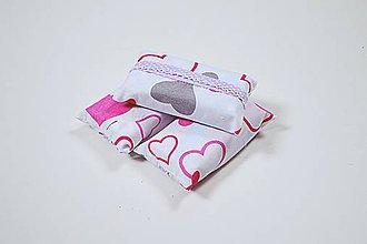 Iné tašky - Prenosný obal / zásobník na papierové vreckovky ružové srdiečka - 10790488_