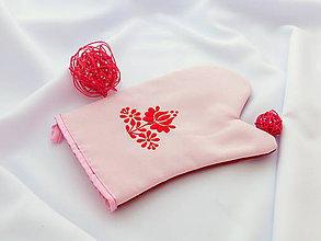 Úžitkový textil - Kuchynská chňapka (rukavice) s ručnou výšivkou - 10790542_