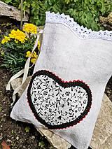Úžitkový textil - Vrecúško – Čierne srdiečko - 10789449_
