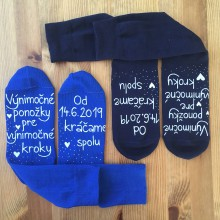 """Obuv - Maľované ponožky pre novomanželov s nápisom """"Výnimočné ponožky pre výnimočné kroky/ Od (dátum) kráčame spolu (tmavomodré + kráľovské modré) - 10789692_"""
