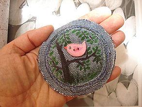 Odznaky/Brošne - Je to v lese, a je to ružové.. - 10792674_
