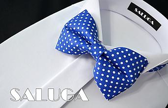 Doplnky - Pánsky kráľovsky modrý bodkovaný motýlik - 10795582_