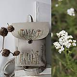 - Ručné vyšívaný batoh Poľné kvety - 10795611_