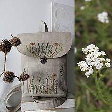 Batohy - Ručné vyšívaný batoh Poľné kvety - 10795611_