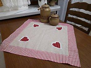 Úžitkový textil - Obrus s červenými srdiečkami - 10795129_