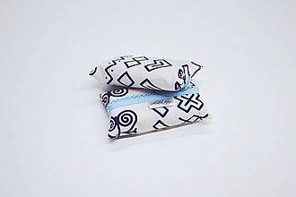 Iné tašky - Prenosný obal / zásobník na papierové vreckovky bielo-modré čičmany - 10799240_