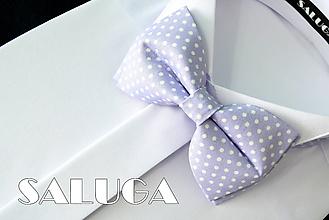 Doplnky - Pánsky fialový bodkovaný motýlik - 10798336_