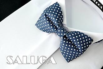 Doplnky - Pánsky tmavo modrý bodkovaný motýlik - navy blue (pánsky motýlik bez vreckovky) - 10798347_