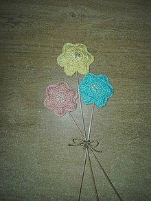 Dekorácie - Háčkovaná kytička pre p. učiteľku - 10798899_