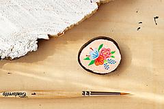 Ručně malovaná brož s květy - lososová