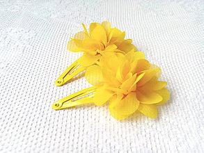 Ozdoby do vlasov - Kvetinkové sponky do vlasov (žlté) - 10801893_