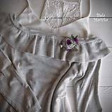 Odznaky/Brošne - Art brošňa - ruža fialová, srdiečko, strieborná - 10801552_