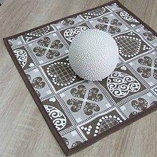 Úžitkový textil - MATÚŠ-krása tradície hnedá (1)-obrus štvorec 40x40 - 10801339_