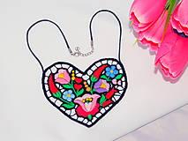 Náhrdelníky - Vyšívaný náhrdelník - srdce - 10801609_