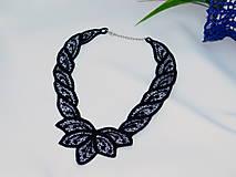 Náhrdelníky - Elegantný vyšívaný náhrdelník - 10801612_
