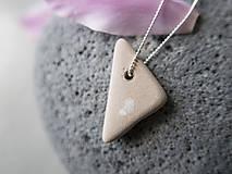 Náhrdelníky - Keramický trojuholník - 10805073_
