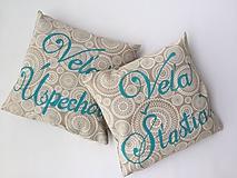 Úžitkový textil - dekoračný vankúš s nápisom - 10805745_