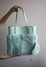 Veľké tašky - Koženo-kožušinová SHOPPER kabelka- MENTOLOVÁ - 10805720_