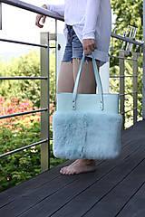 Veľké tašky - Koženo-kožušinová SHOPPER kabelka- MENTOLOVÁ - 10805723_