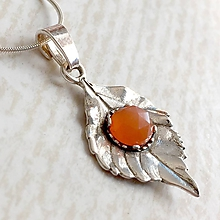 Náhrdelníky - Leaf Gemstone AG925 Pendant / Strieborný prívesok list s minerálom (Slnečný kameň (brúsený)) - 10807164_