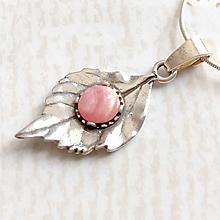 Náhrdelníky - Leaf Gemstone AG925 Pendant / Strieborný prívesok list s minerálom (Rodochrozit) - 10807168_