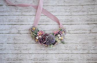 Náhrdelníky - Romantický kvetinový náhrdelník  Lúka- fialový - 10806916_