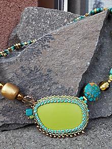Náhrdelníky - Zeleno-modro-zlatý náhrdelník - 10807963_
