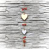 Dekorácie - Drevená Girlanda Zlaté Srdcia - 10806055_