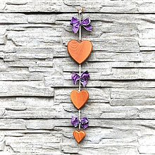 Dekorácie - Drevená Girlanda Srdcia – Fialová - 10806036_