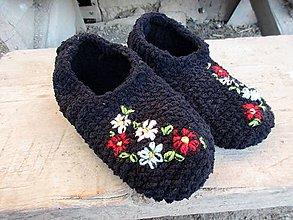 Obuv - čierne,vyšívané papuče - 10807731_