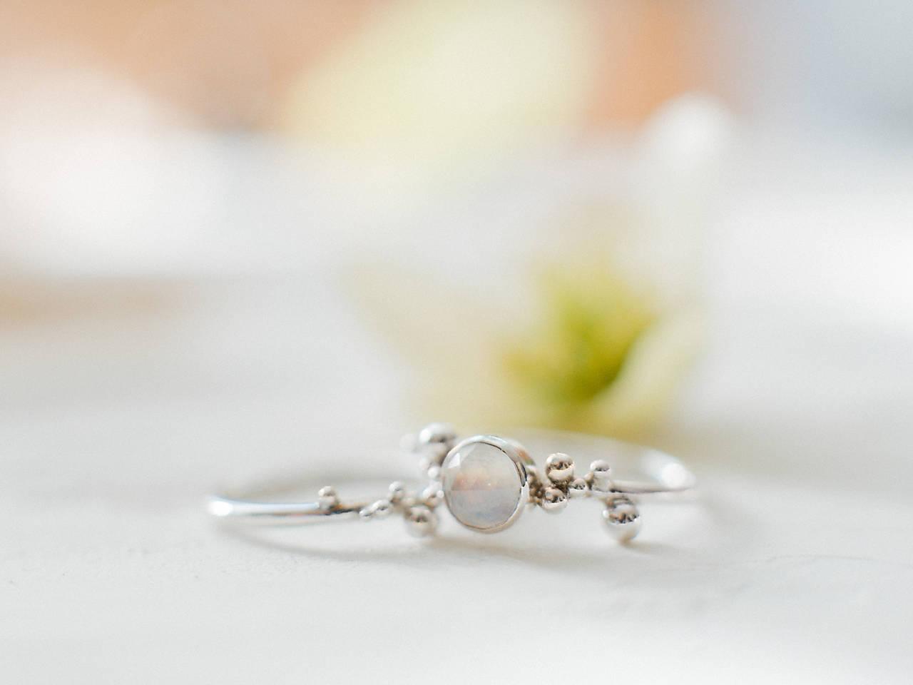 Strieborný ligotavý prsteň s adulárom - Bokeh Moon