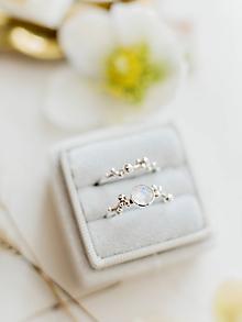 Prstene - Strieborný/zlatý ligotavý prsteň s adulárom - Bokeh Moon - 10808769_
