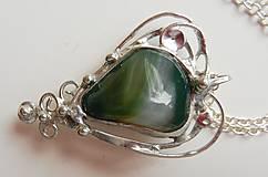 Náhrdelníky - Cínovaný prívesok srdce-achát zelený - 10810310_