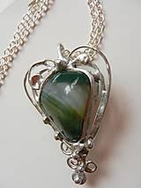 Náhrdelníky - Cínovaný prívesok srdce-achát zelený - 10810320_