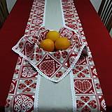 Úžitkový textil - ZUZANA-krása tradície červená (1)-stredový obrus - 10808581_