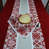 Úžitkový textil - ZUZANA-krása tradície červená (1)-stredový obrus - 10808582_